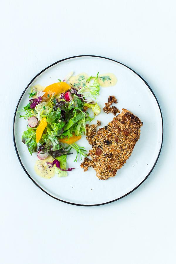Fitness-Salat mit Orangendressing und Müslihähnchen