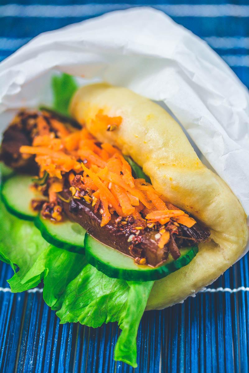 Chinesisches Street Food: Mantou-Taco mit Schweinebauch