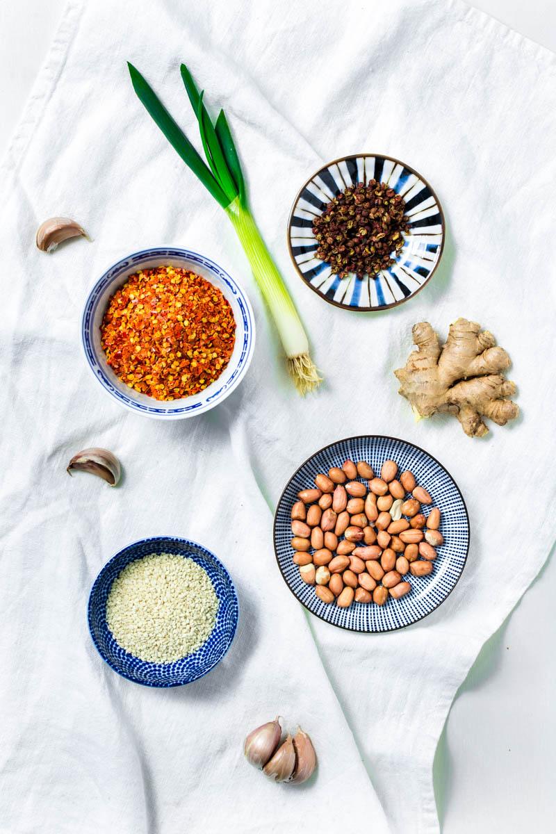 Zutaten für selbstgemachtes Sichuan-Chiliöl