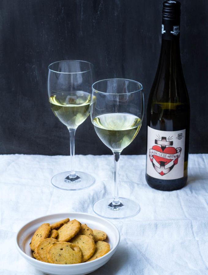 Parmesan-Rosmarin-Sablés zum Bloggeburtstag von Gernekochen