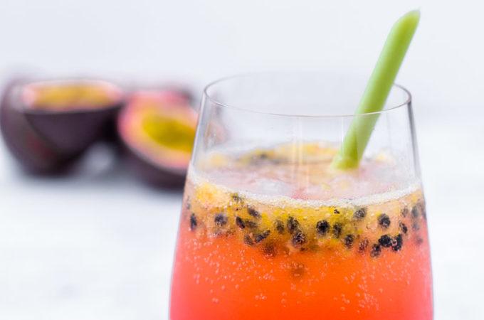 Sommerlicher Gin Tonic mit tropischen und floralen Noten