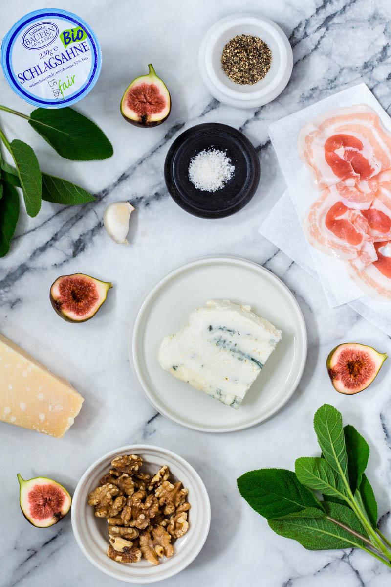 Zutaten für Gorgonzola-Parmesansauce mit Feigen im Pancetta-Mantel