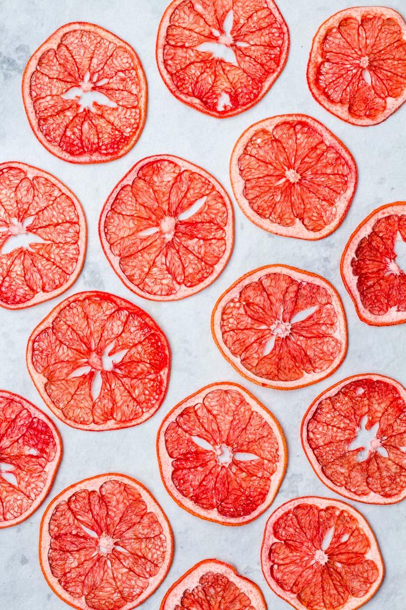 24 Stunden in Campari eingelegte, getrocknete Pink Grapefruit Scheiben