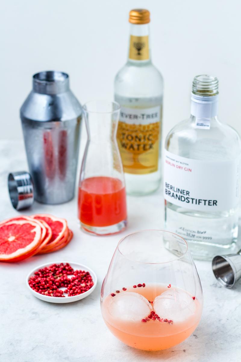 Alles was du brauchst für einen leckeren Gin Tonic mit Pink Grapefruit-Pfeffer Sirup