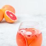 Gin Tonic mit Pink Grapefruit-Pfeffer Sirup