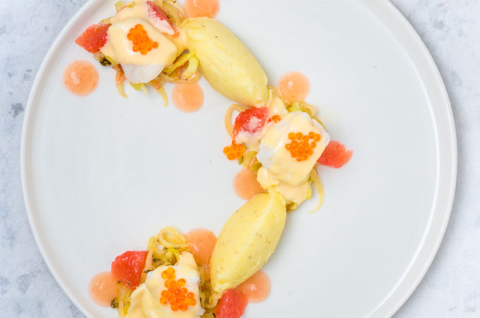 Seeteufel mit Fenchelsalat, Kartoffelpueree, Pink Grapefruit-Gel und Beurre Blanc