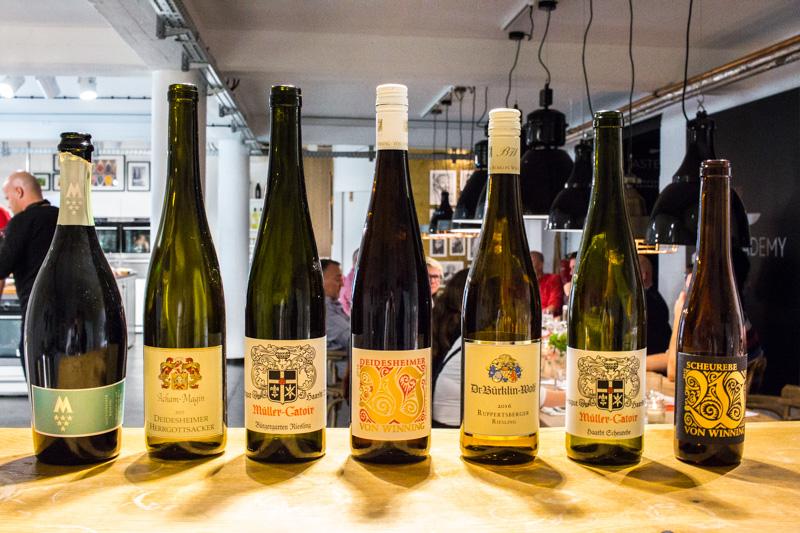Die Weine des Abends von Motzenbäcker, Acham-Magin, Müller-Catoir, von Winning und Dr. Bürklin-Wolf