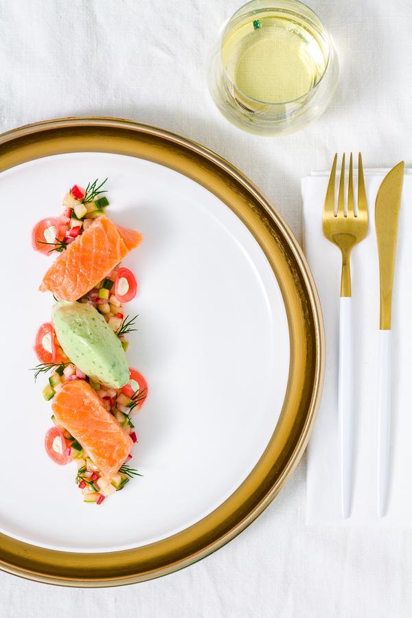 Lachs Sous-Vide | Apfel-Gurken-Radieschen-Salat | Wasabi-Gurken-Eis