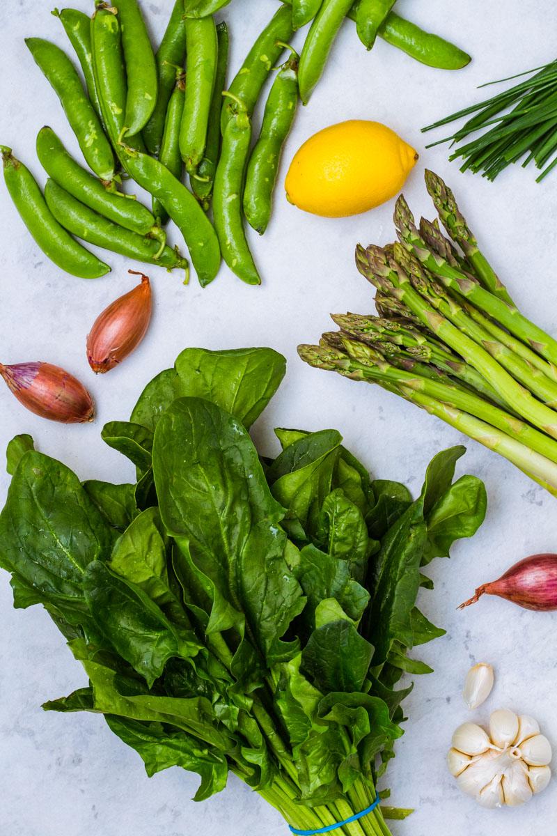 Frisches Gemüse für das Perlgraupenrisotto