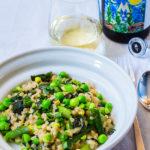 Perlgraupenrisotto mit grünem Spargel, Erbsen und Spinat