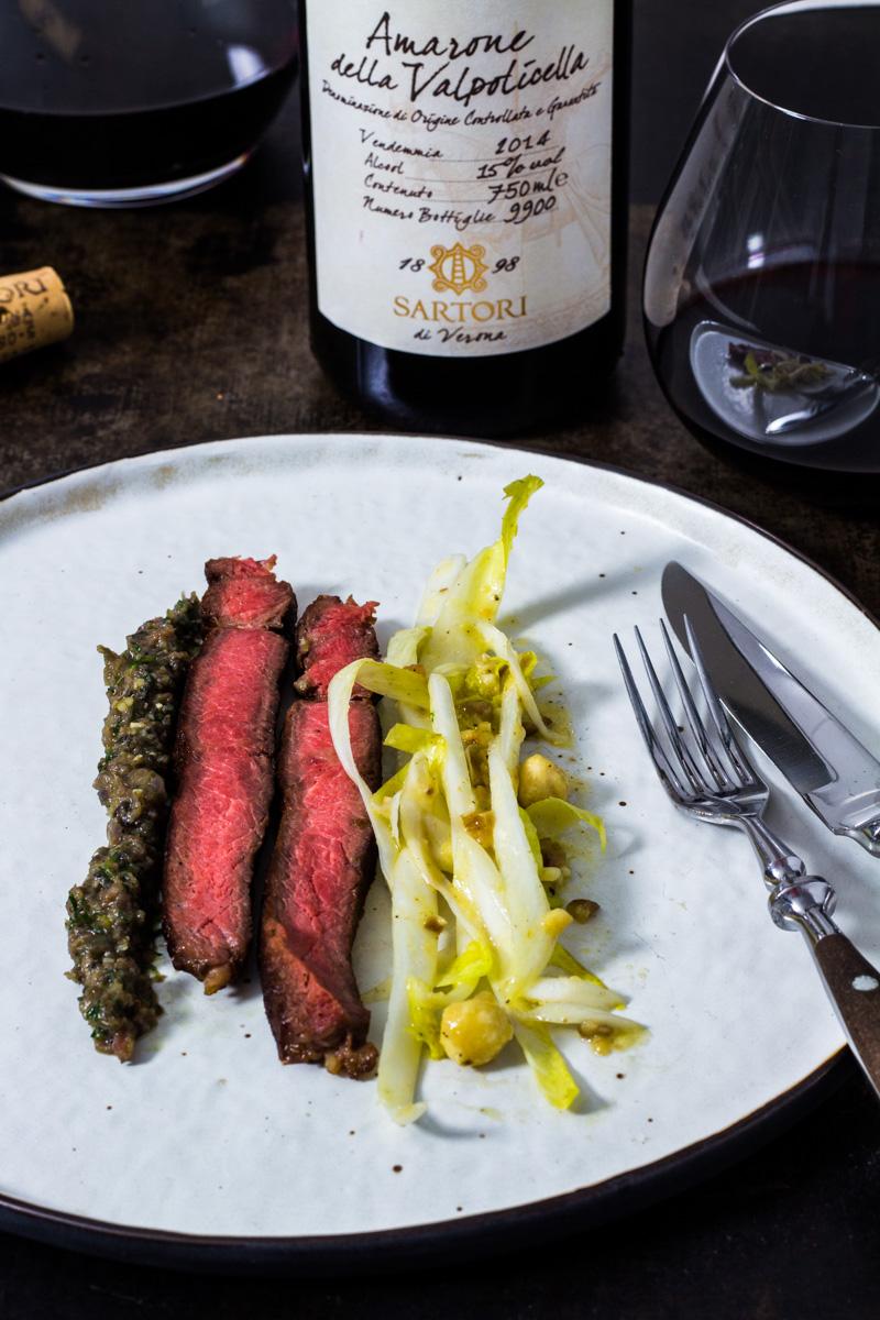 Côte de Boeuf mit Oliventapenade und Chicorée-Salat und einem Glas Amarone Della Valpolicella 2013 von Sartori