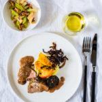 Schweinefilet mit Apfel, Blutwurst, Kartoffelpüree und Sellerie-Apfel-Salat mit einem Lady Dorst Grauburgunder