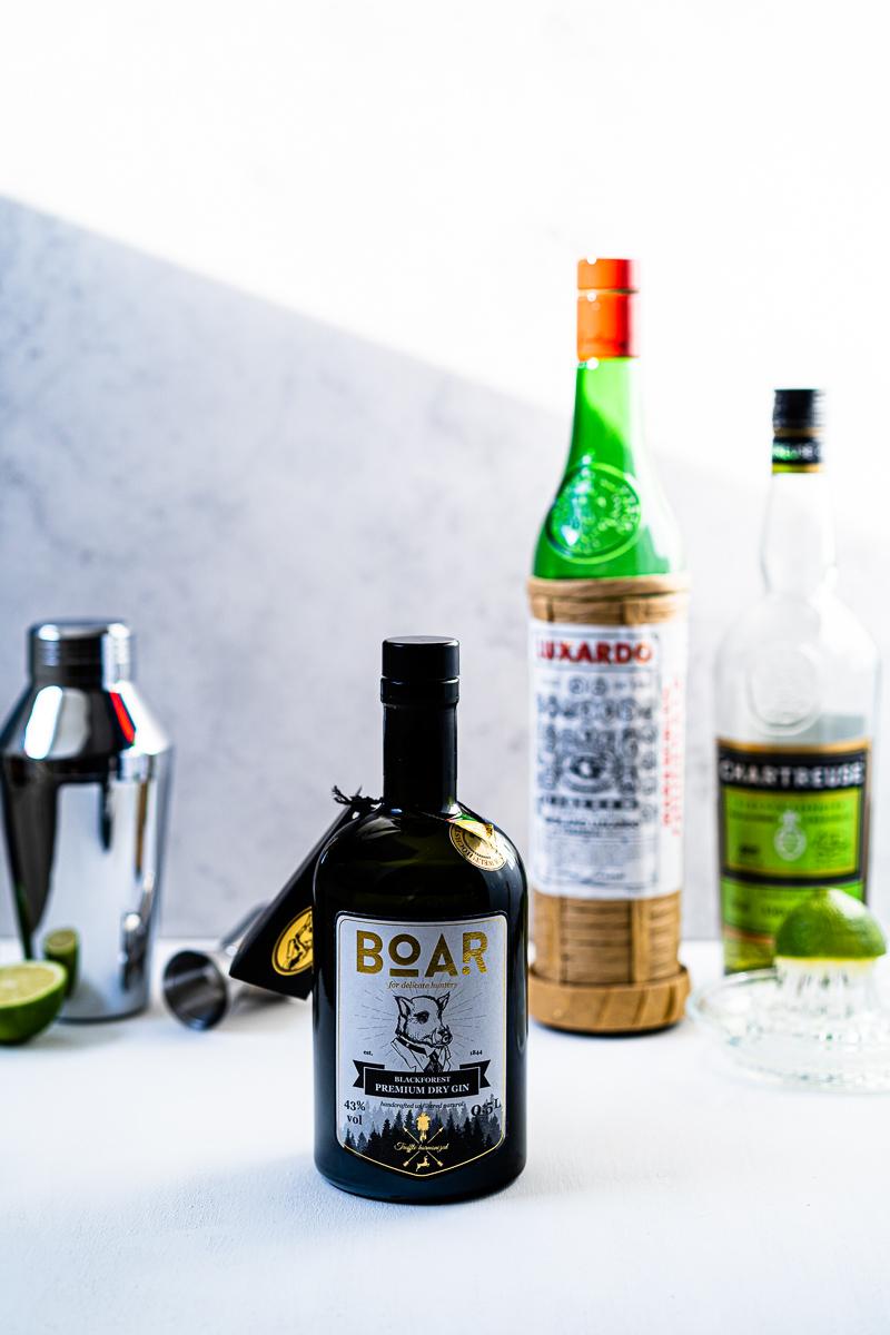 Boar Gin, Maraschino, grüner Chartreuse und Limetten