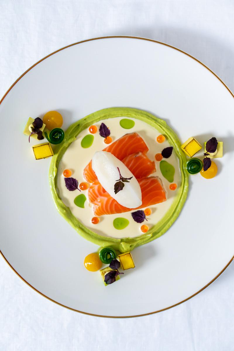 Teller mit Lachs und Yuzu Sorbet