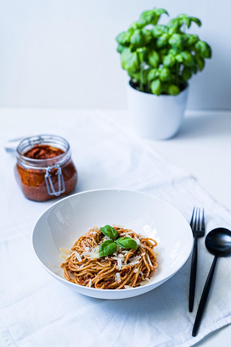 Spaghetti mit Pesto Rosso (Tomatenpesto)