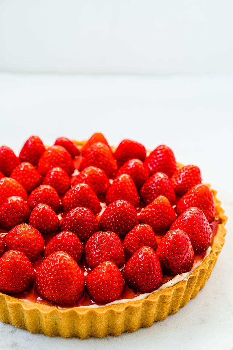 Leckere Erdbeer-Tarte mit ganzen Erdbeeren
