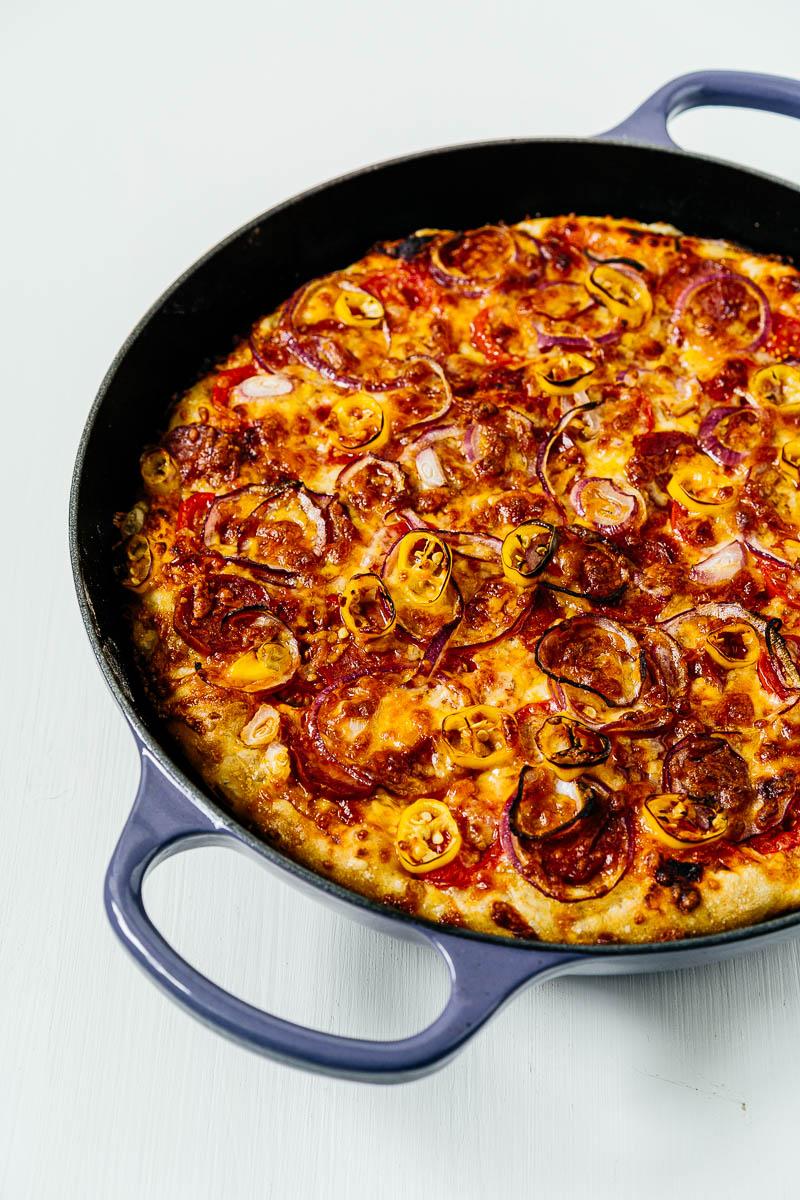 No Knead Pan Pizza in Le Creuset Profitopf