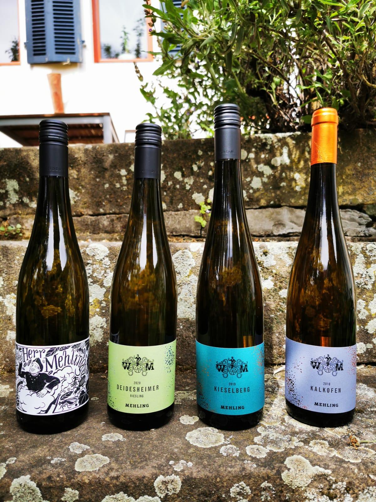 Vier Flaschen Riesling von Weingut Mehling für die Online-Weinprobe